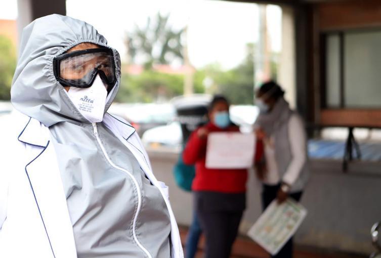 Los galenos y enfermeros también exigían mejores condiciones de bioseguridad para atender la pandemia.