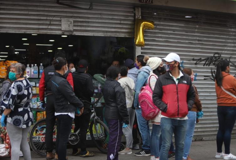 Largas filas en Soacha por toque de queda