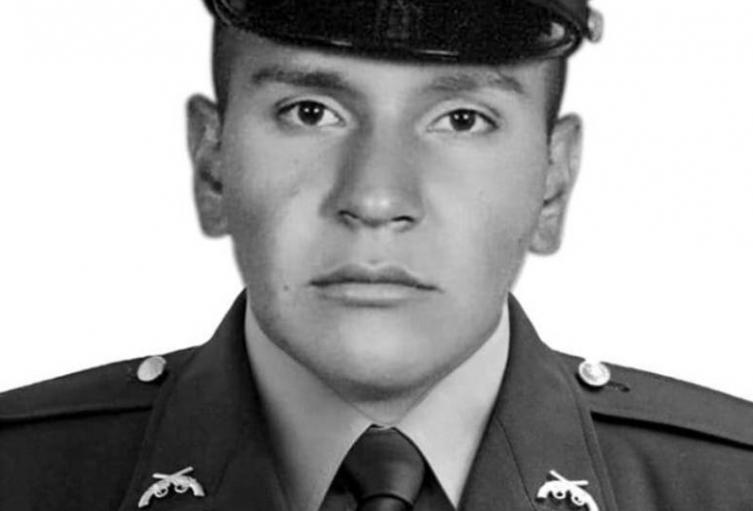 policía Carlos Alberto León Suárez,