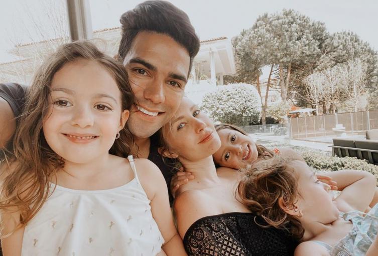 Falcao García y sus hijas