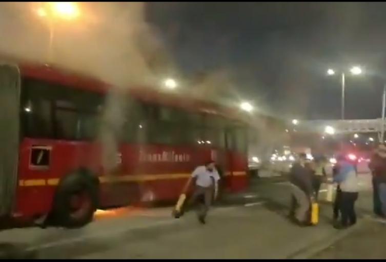 Incendio en un bus de Transmilenio