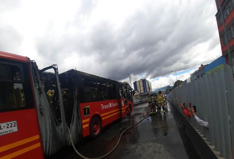 Articulado se incendió por la Avenida Jiménez