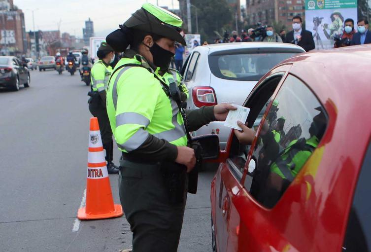 Multas a quienes incumplen pico y placa en Bogotá
