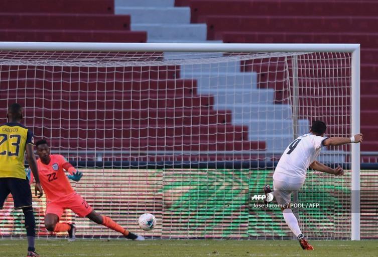 Luis Suárez anotó en el partido contra Ecuador