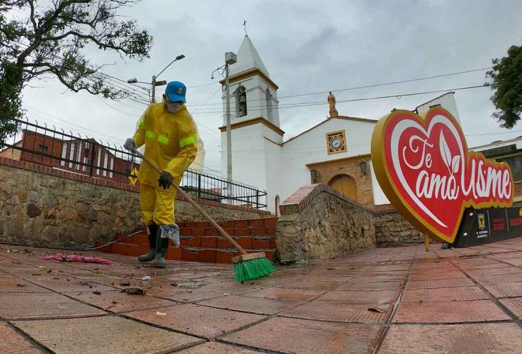 [Fotos] Plaza de Usme fue limpiada y desinfectada