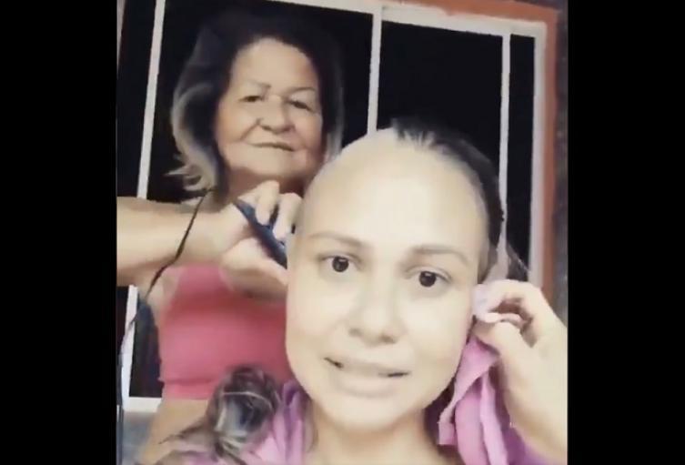 Mujer sorprende a su hija enferma de cáncer con emotivo gesto
