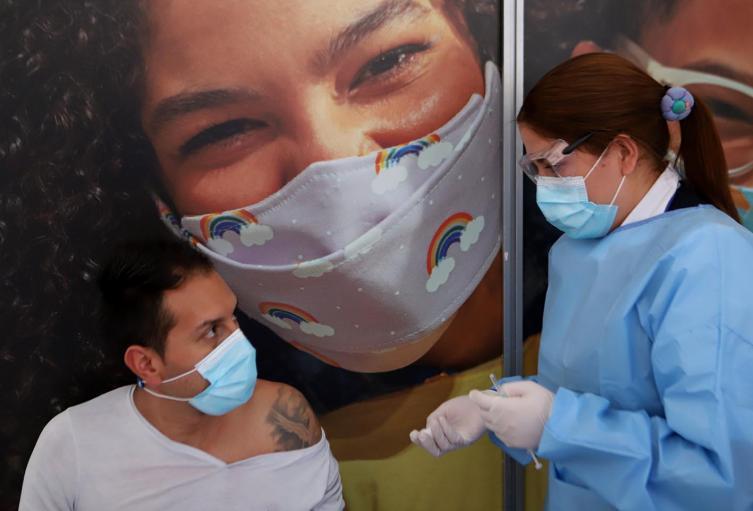 Vacunación contra la covid 19 en Clínica Colombia de Bogotá