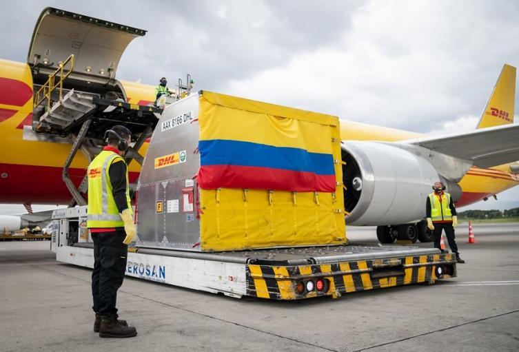 Lote de vacunas llega a Colombia