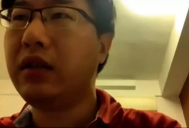 Profesor dio clase por dos horas con el micrófono en silencio