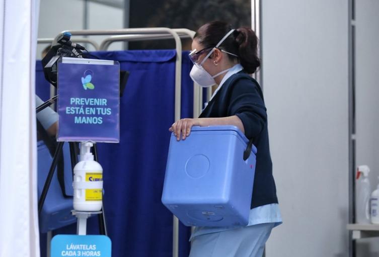 Comenzó la vacunación contra la covid-19 en Bogotá