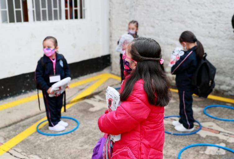 Colegios públicos en Bogotá se suman al modelo de alternancia