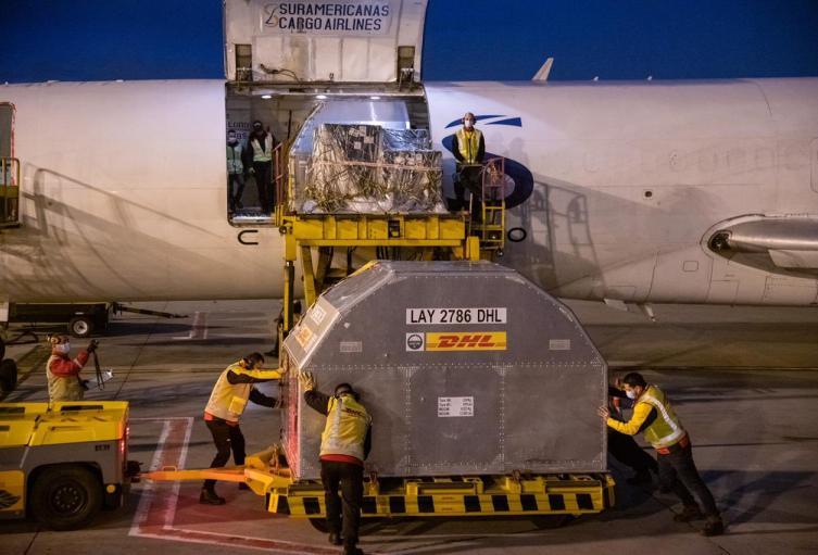 Un nuevo lote de 100 mil vacunas de Pfizer llegan a Colombia