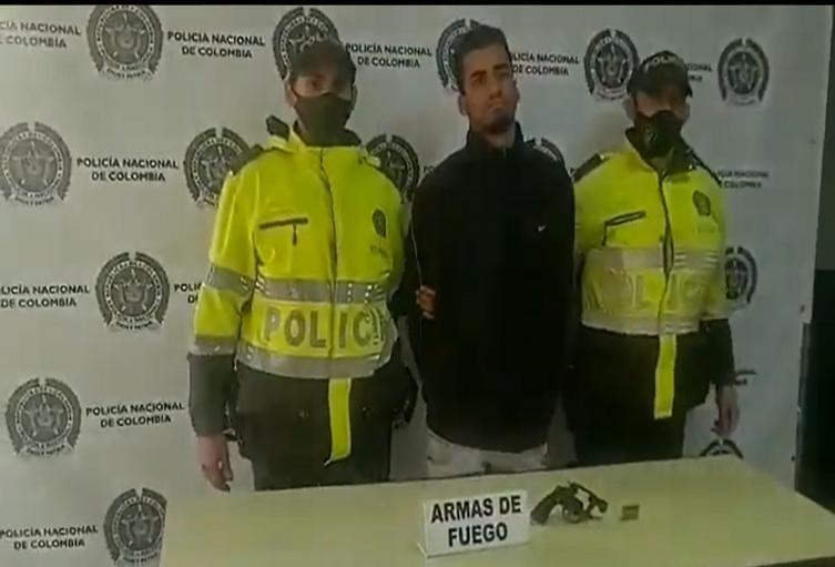 Extranjero que intentó atacar a las autoridades con revólver en Bogotá