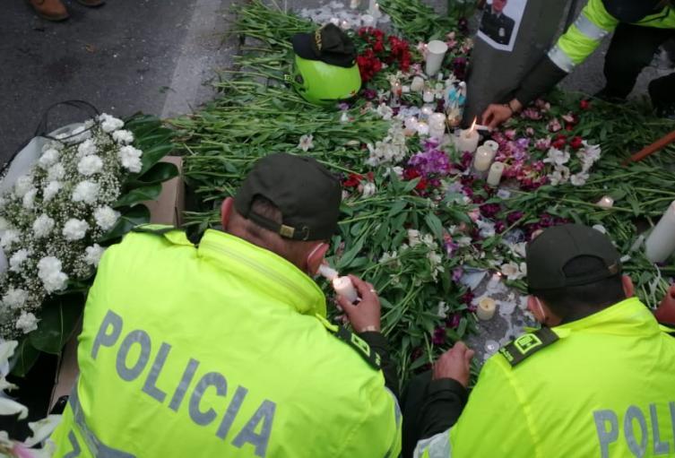 Homenaje policía asesinado norte de Bogotá.