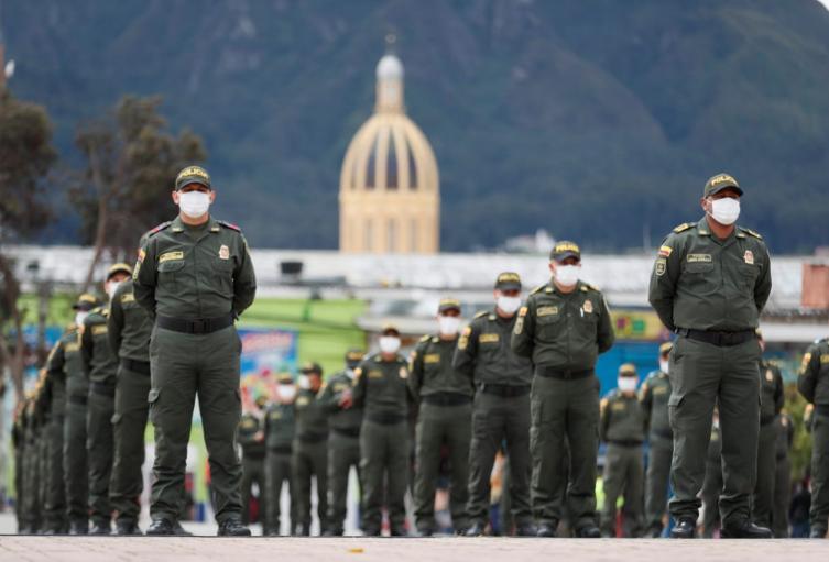 214 policías