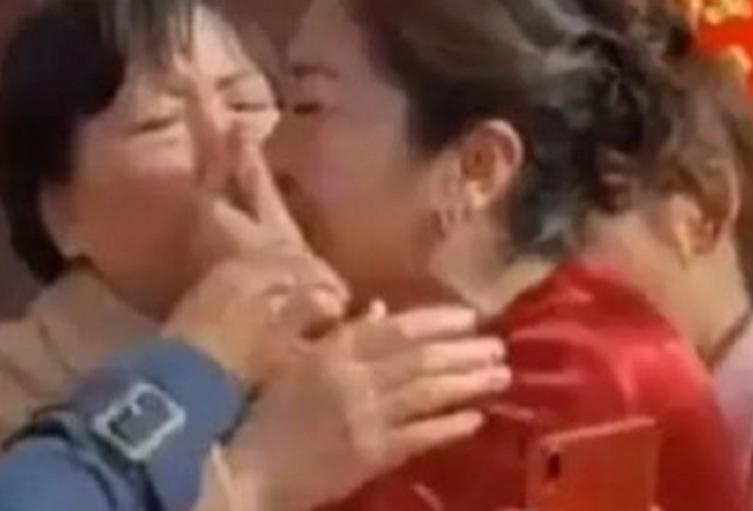 Mujer descubre que su nuera es su hija