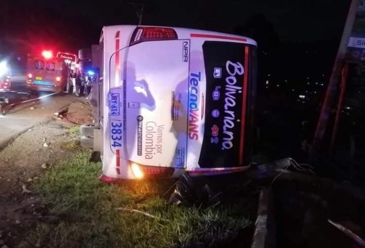 Accidente de flota en la vía Bogotá - Girardot