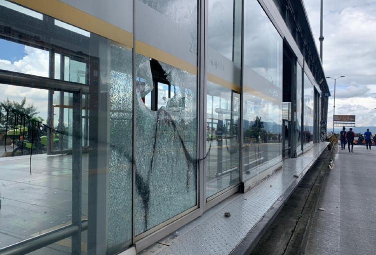 Vandalismo en estaciones de Transmilenio, durante las protestas