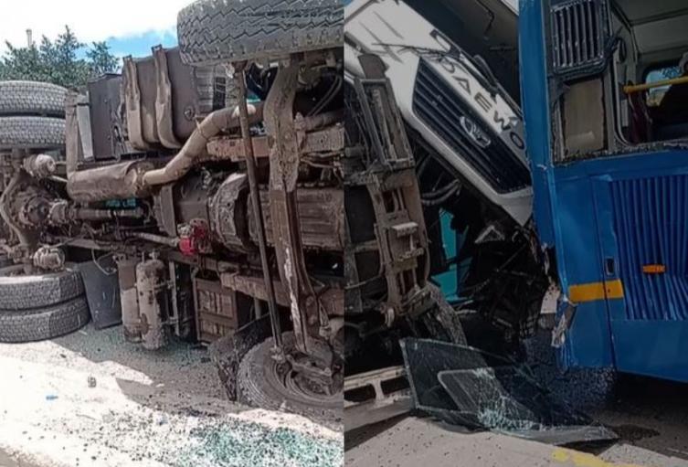 Monumental accidente entre tractomula y SITP en la Avenida Boyacá