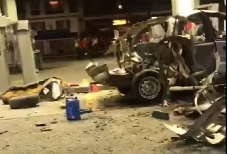Carro explota