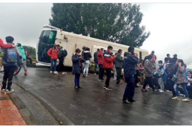 Bus escolar accidentado en Tocancipá