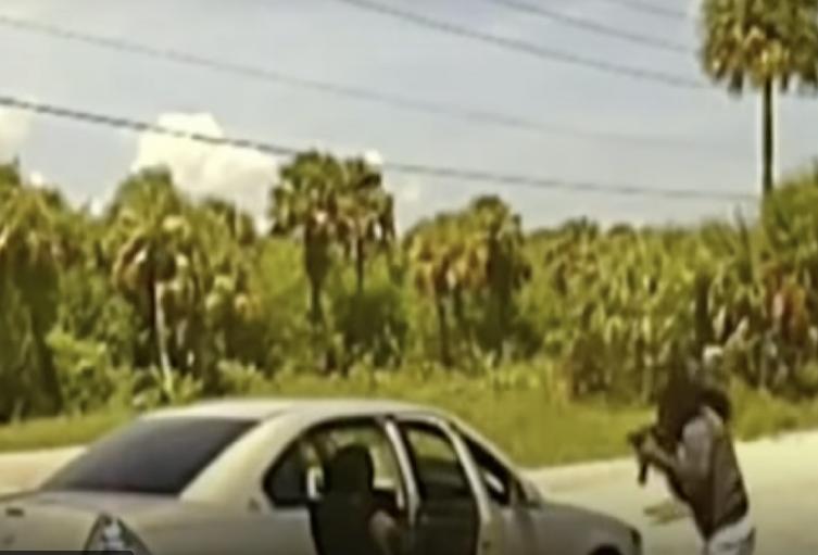 Hombre dispara a policías.