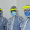 Personal de salud en Colombia atiende casos de coronavirus.