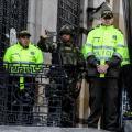 Uniformados de la Policía en las afueras del Congreso