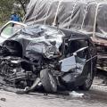 Dos pelados mueren tras chocar su carro contra tractomula cerca a Guaduas