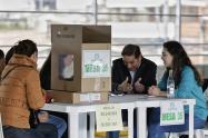 Ariel Ávila, subdirector de la fundación, indicó que en Colombia la entrega de avales terminó en que los mismos políticos pagan por éstos o hay algunos movimientos que los venden.