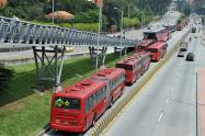 Transmilenio circulando por Suba, en el noroccidente de Bogotá