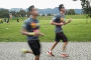 Jóvenes corriendo