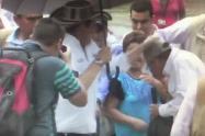 Ariel Ahumada recibiendo el coscorrón de Germán Vargas Lleras