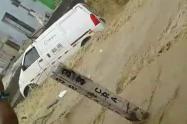 Vehículo arrastrado por un arroyo en Barranquilla