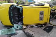 Accidente entre taxi y vehículo particular, en el norte de Bogotá
