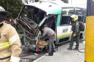 Colectivo que se estrelló contra camión en Bogotá