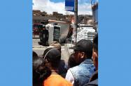 Joven aplastado por camión en Bogotá
