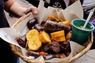 La gastronomía del piqueteadero y la fritanga en Colombia.