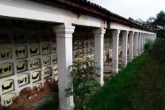Los dibujos de la artista Beatriz González en inmediaciones del Cementerio Central, en Bogotá
