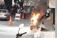 Motocicleta quemada en Medellín