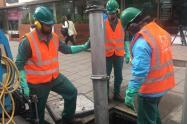 Operativo en Bogotá para limpiar alcantarillas