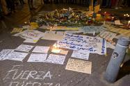 Con oraciones y flores, ciudadanos claman por la vida de Dilan Cruz