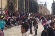 Manifestantes se encuentran en la Plaza de Bolívar