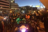 Moteros, ciclistas y skaters se reúnen por la calle 100 para continuar las marchas