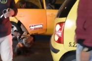 Pasajera denuncia agresión por parte de una taxista en Bogotá.
