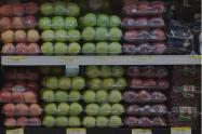 Empaque plástico en frutas y verduras.