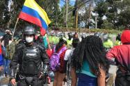 Víctimas protestan en Bogotá pidiendo ayudas para la cuarentena