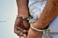 Esposado / detenido