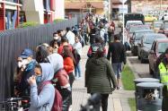 Día sin IVA: largas filas en establecimientos