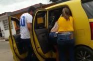 Mujer da a luz en taxi